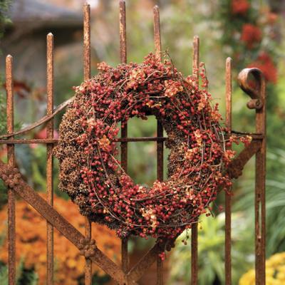 Autumn Wreath on fence.jpg