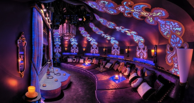 10-Creative-Spaces-Featuring-Blacklights-2.jpeg