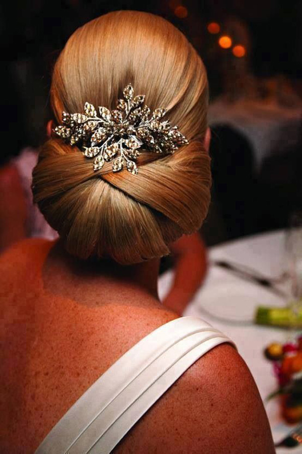 Sleek-chignon-with-hair-piece.jpg