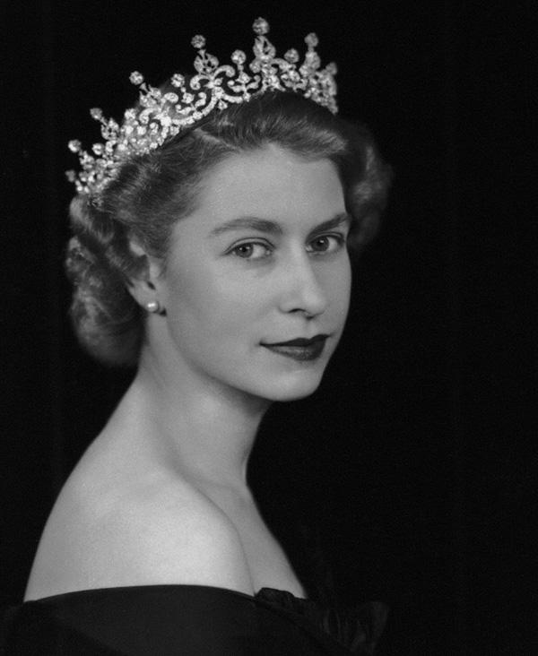 Young-Queen-Elizabeth.jpg