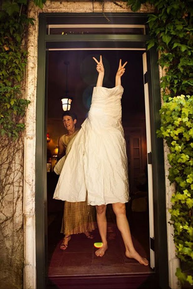 funny-wedding-pictures-bride-getting-dressed.jpg