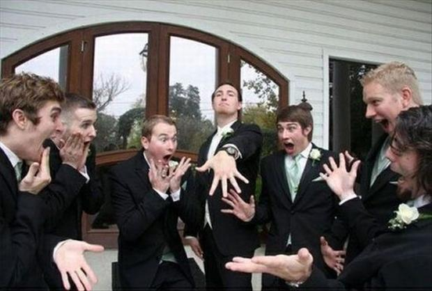 funny-wedding-pictures-grooms-ring.jpg