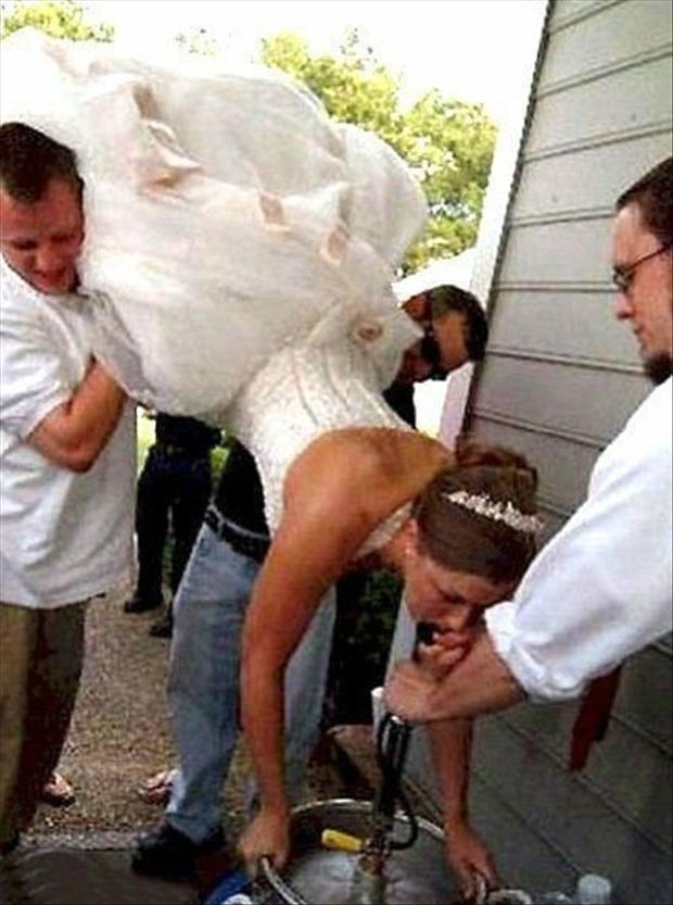 funny-wedding-pictures-keg-stand.jpg