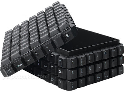 keyboard-art-fun-DIY-amazing-artistic-recycling-recycle-reuse-remade-gadgets-frame-photo-book-organizer-box-garden-tictactoe_(12)_large.jpg
