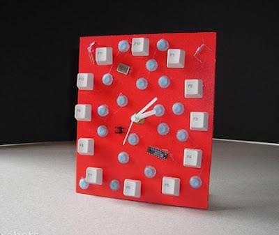 keyboard-art-fun-DIY-amazing-artistic-recycling-recycle-reuse-remade-gadgets-frame-photo-book-organizer-box-garden-tictactoe_(9)_large.jpg