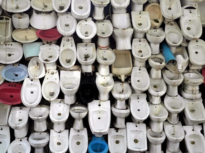toilet-bowl-waterfall-1[2].jpg