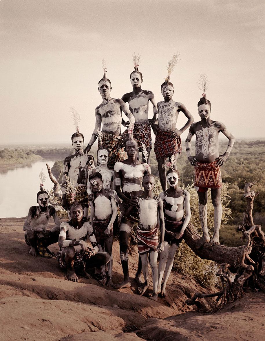 vanishing-tribes-before-they-pass-away-jimmy-nelson-37.jpg