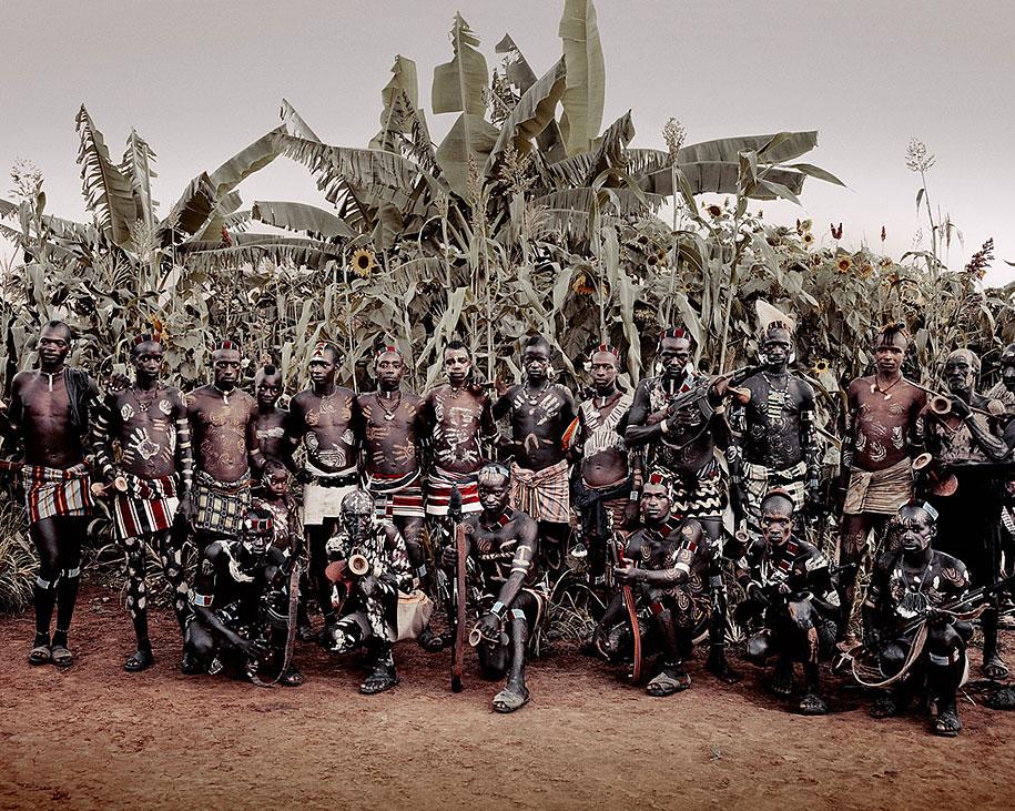 vanishing-tribes-before-they-pass-away-jimmy-nelson-39.jpg