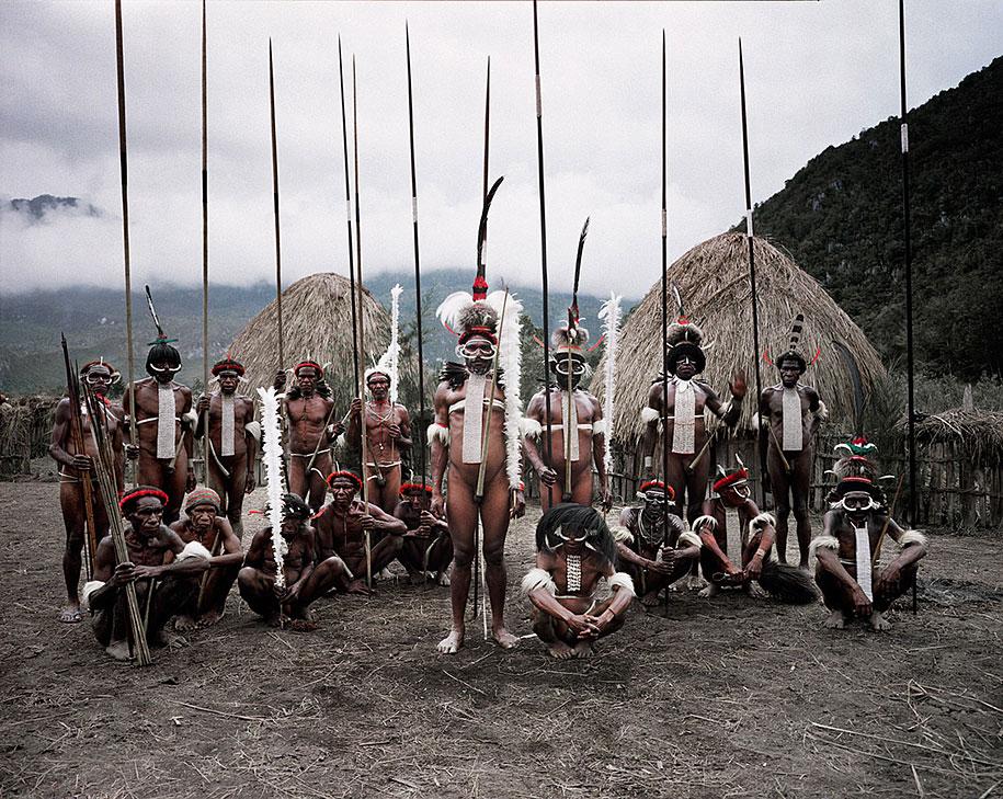 vanishing-tribes-before-they-pass-away-jimmy-nelson-41.jpg