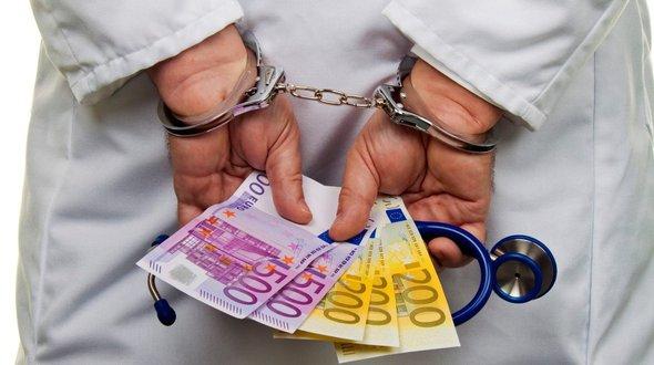 998982_lekar-doktor-uplatok-korupcia-peniaze-euro-ilustracne-krimi-crop.jpg