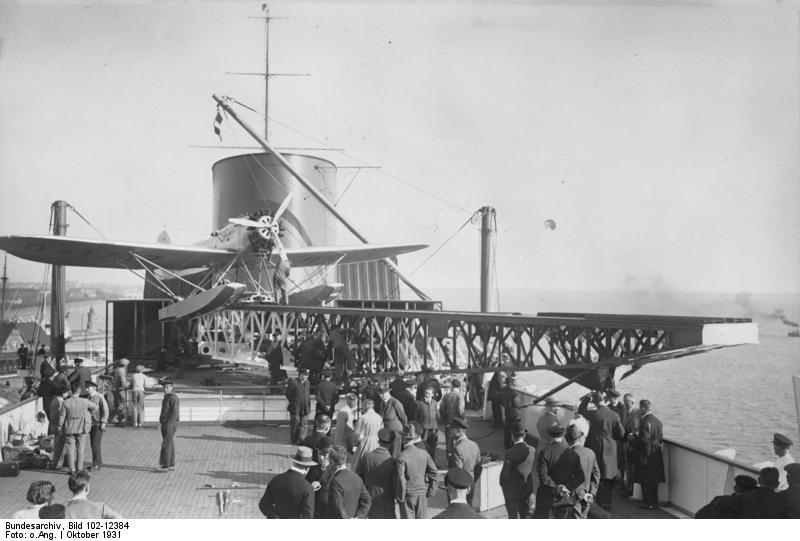 Bundesarchiv_Bild_102-12384,_Dampfer__Bremen_,_Bordflugzeug__New_York_.jpg