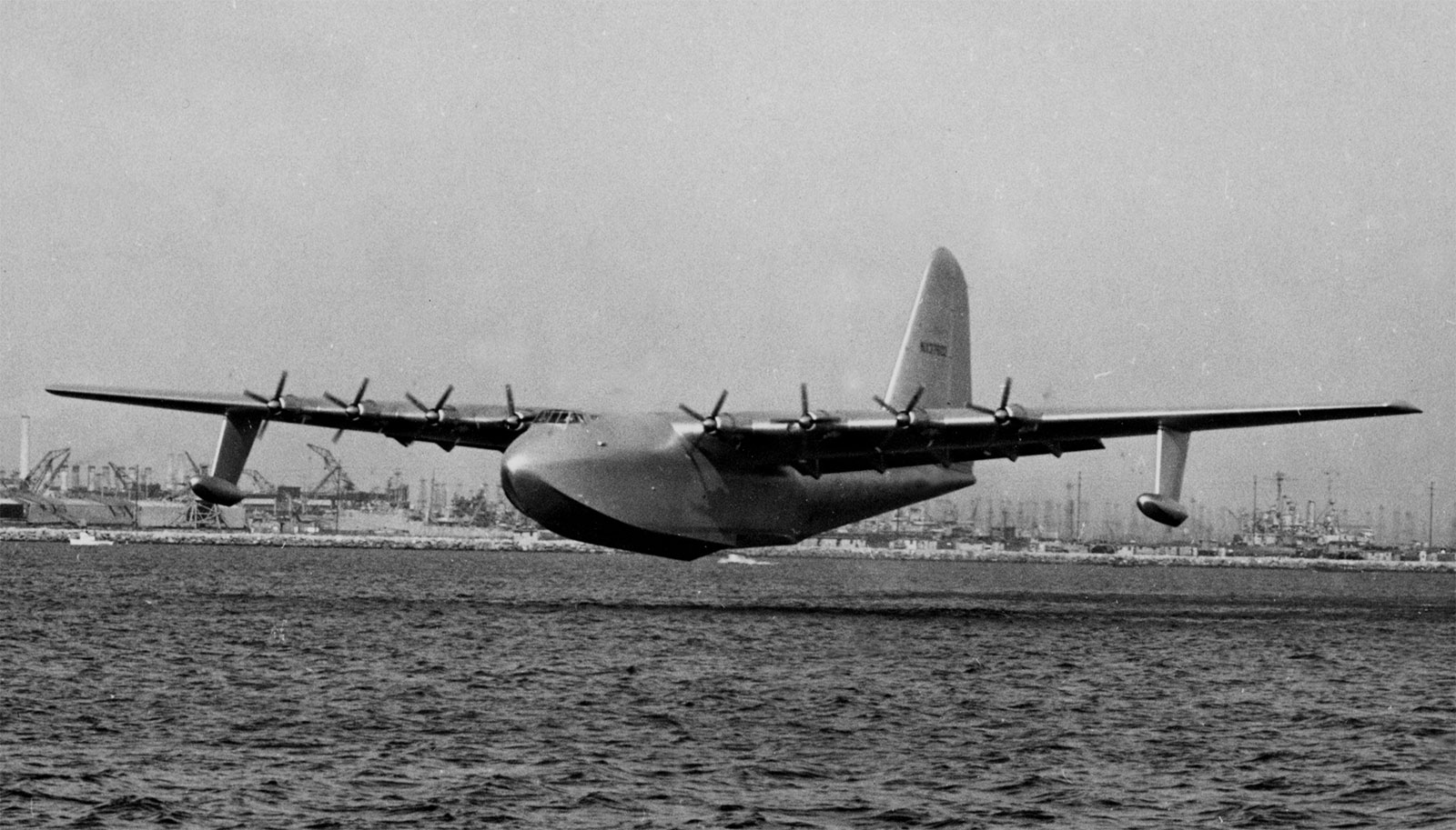 Hughes-H-4-Hercules-Spruce-Goose-In-Flight.jpg