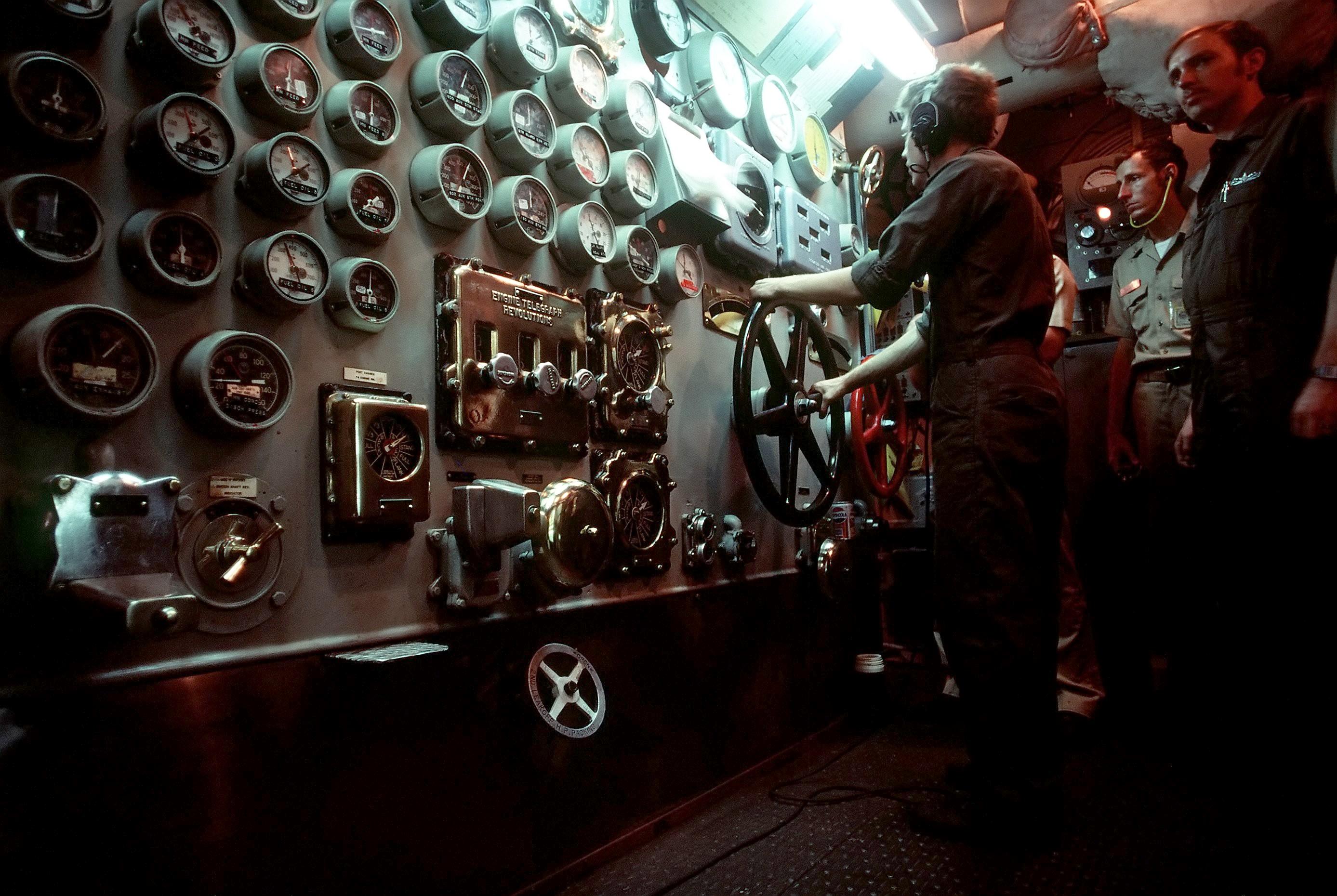 uss_new_jersey_engine_room_controls.jpg
