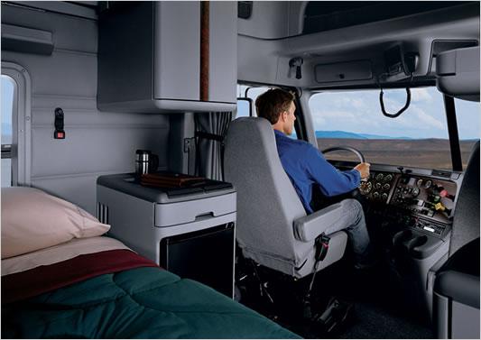 Klubbel p 40 tonna ri skamionok szerte a vil gban 4 r sz techstory for Volvo semi truck interior accessories