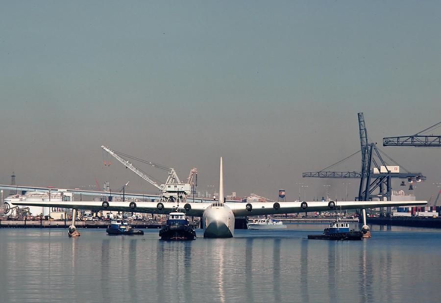 spruce-goose-floating-in-harbor-october-29-1981-brian-lockett.jpg