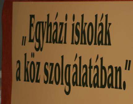 http://m.cdn.blog.hu/te/tenytar/image/egyhazi_oktatas_konf1_1.jpg