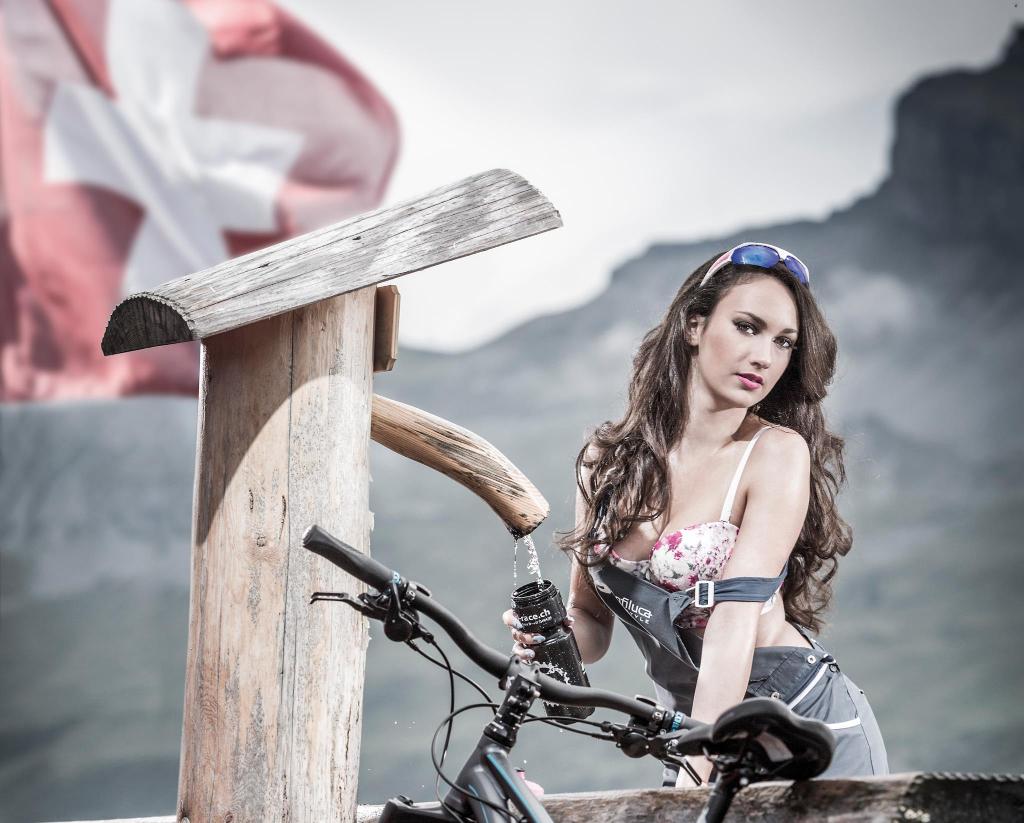 2015-os_svajci_kerekpar_naptar_kepei_9.jpg