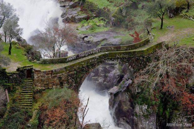 asp_620_24-misarela-bridge-geres-portugal.jpg