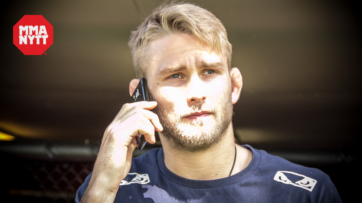 Alexander-Gustafsson-with-a-cellphone-ufc-mmanytt-studiomma.jpg