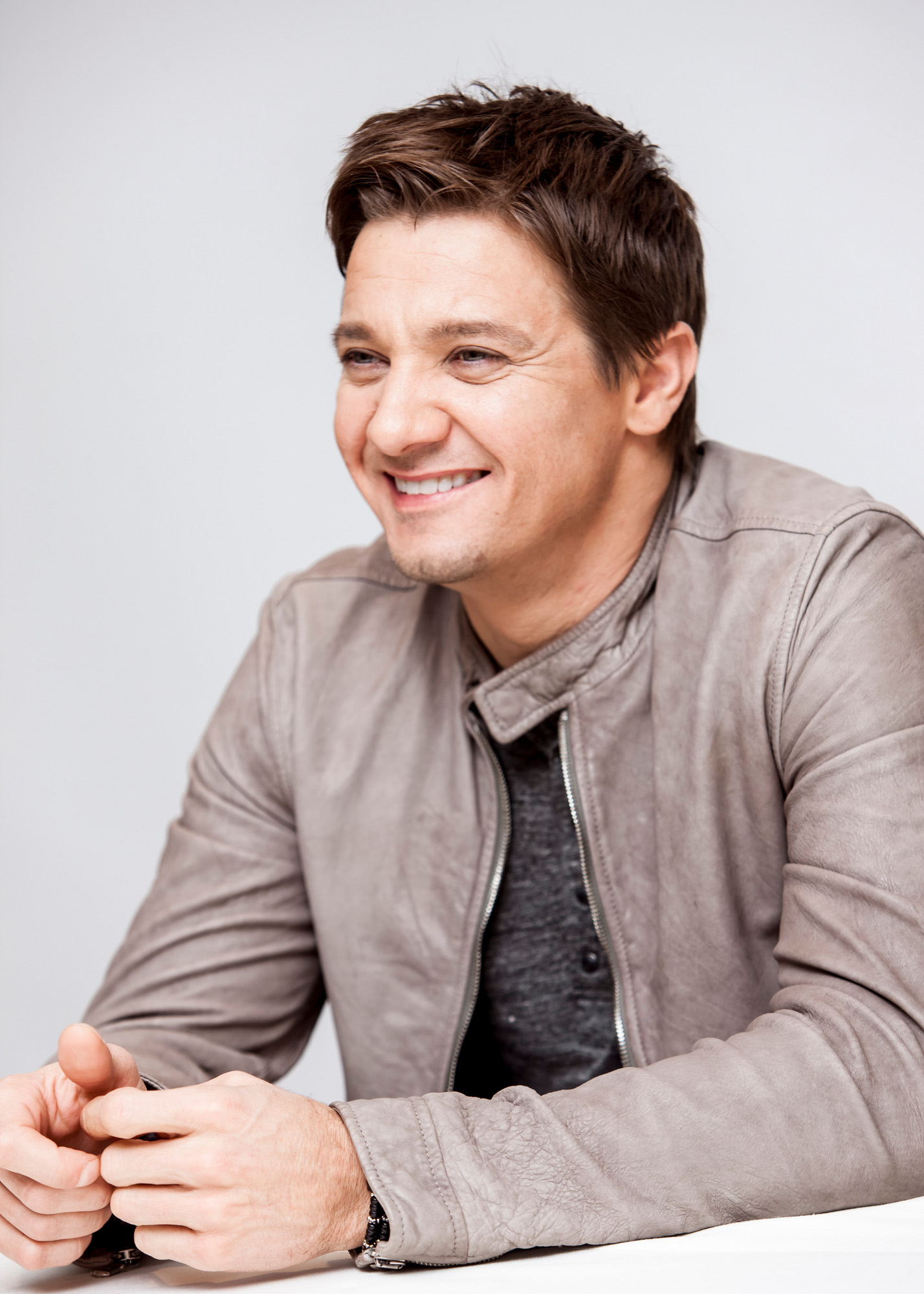 Jeremy-Renner-Jan-05-2013-Hansel-And-Gretel-Press-Conference-jeremy-renner-33411211-1428-2000.jpg