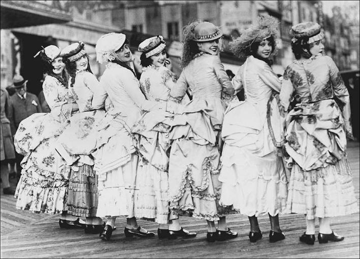 women-wearing-bustles_k.jpg