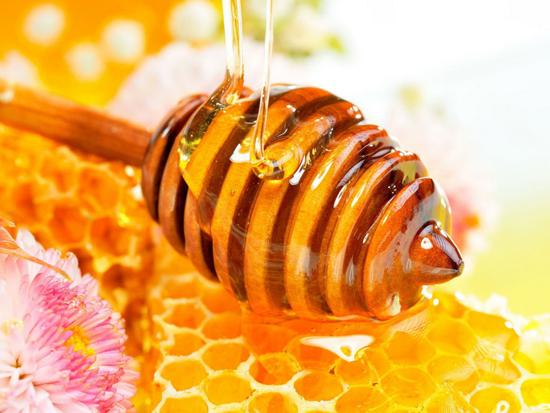Méz, az ezerarcú ételelixír: a teán túli tippek I.