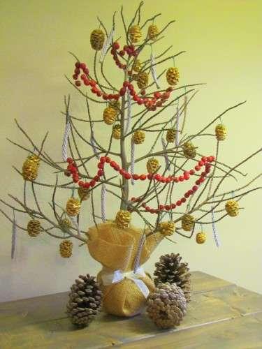 DIY-Mini-Xmas-Tree-From-Palm-Stalk.jpeg