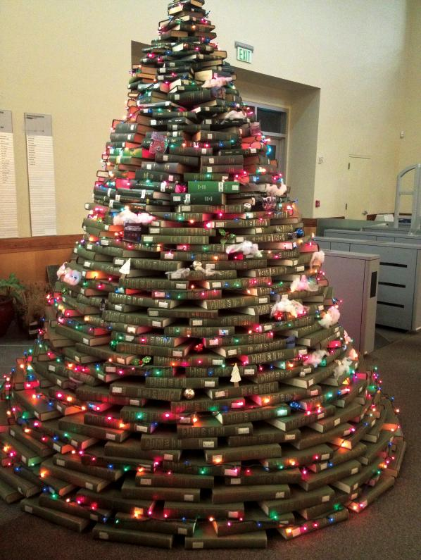 diy-book-christmas-tree.jpg