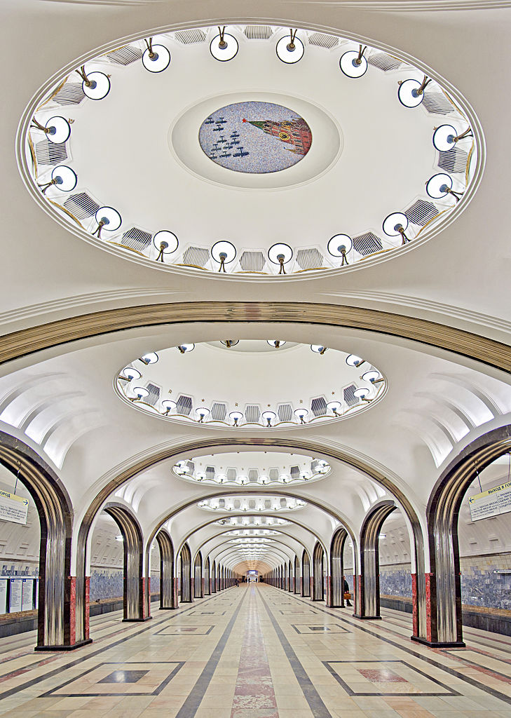 729px-Vertical_panorama_of_the_Mayakovskaya_Metro_Station[1].jpg