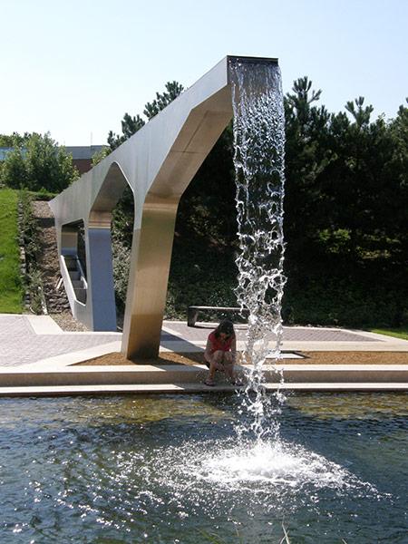Graphisoft-Park-by-Garten-Studio-06-aquaduct[1].jpg