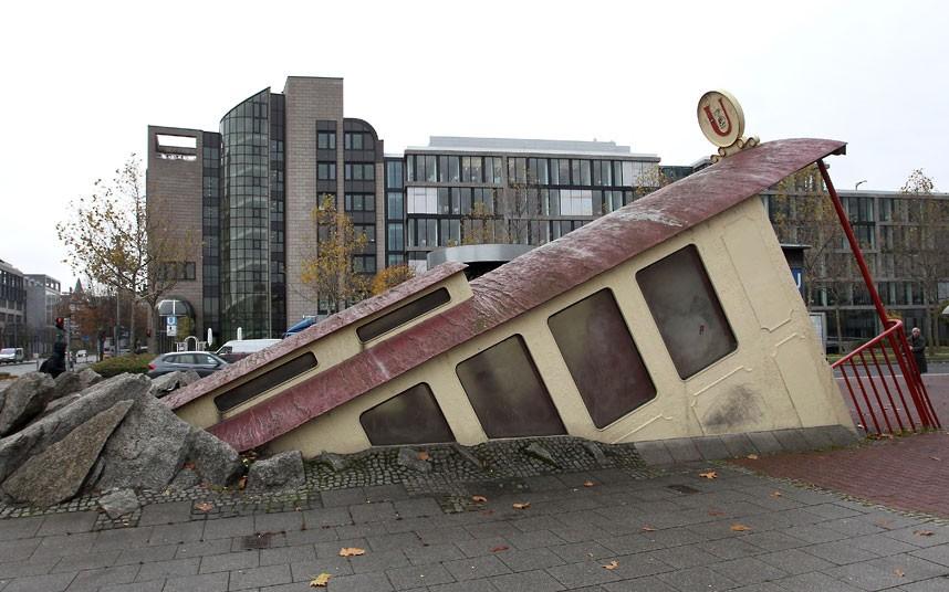 frankfurt-entrance_2413868k[1].jpg