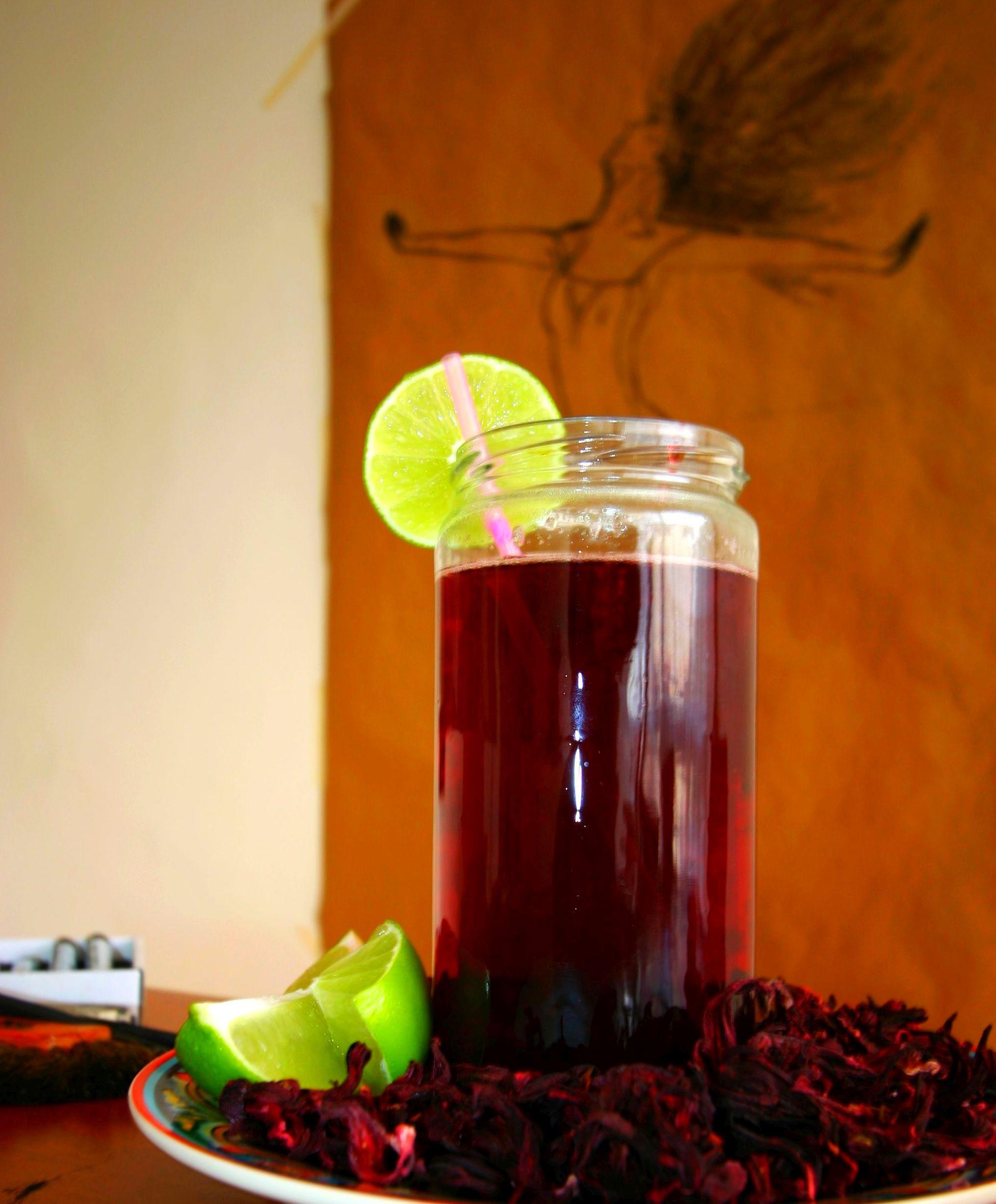 A frissítően egészséges hibiszkusz tea