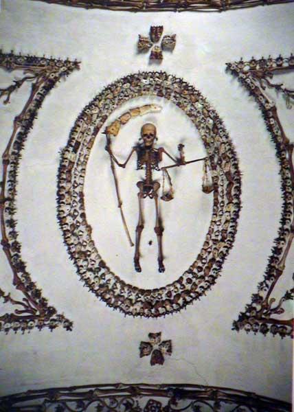 Cripta_dei_Cappuccini_-_Roma.jpg