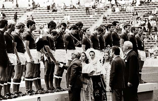 Ket_evtized_magyar_kapusai_Szarka_Zoltan_olimpia_1968.jpg