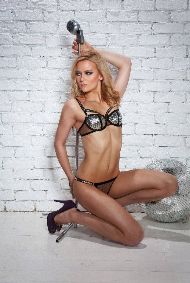 Alexandra-Saitova-curling2.jpg