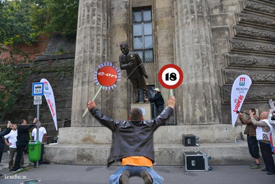 plasztik orbán.jpg