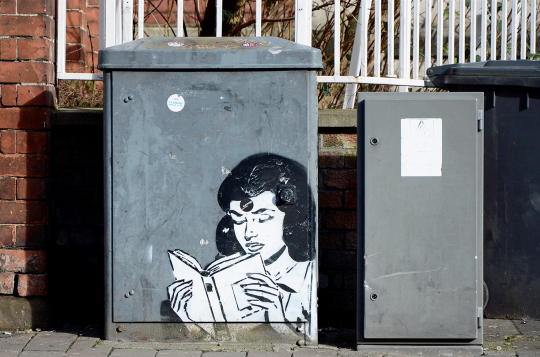 Street-art-Girl-Reading-540x357.png