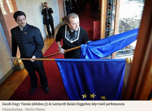 Jobbik-Eu-zászló-kidobás.PNG