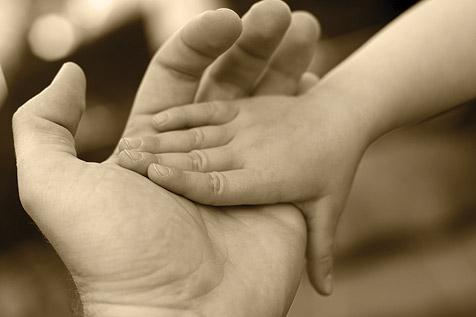Apáknak több szülőséget! Egyenlő bánásmódot!