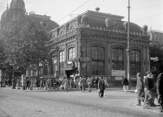 budapest_terez_korut-etterem_1950.jpg