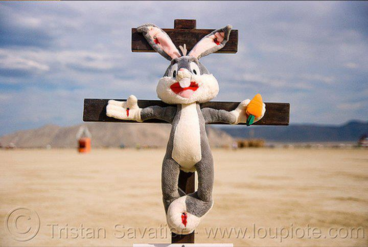 Húsvét nyuszi a kereszten.jpg