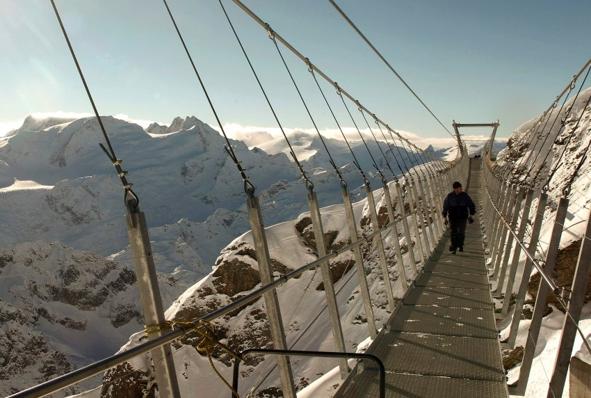 Titlis Bridge3.jpg