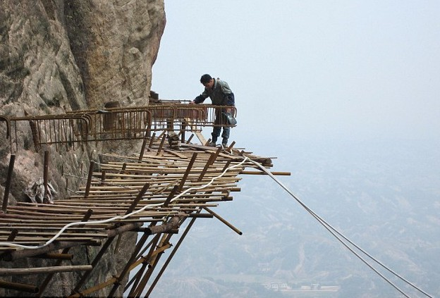 Shifou Mountains Skywalk.jpg