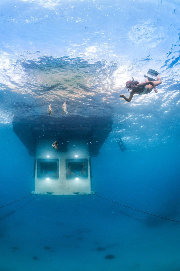 mantaunderwaterroom3.jpg