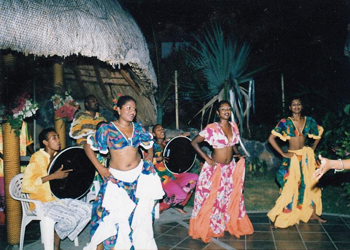 Sega NEWA helyiek egzotikus tánca a Sega.jpg