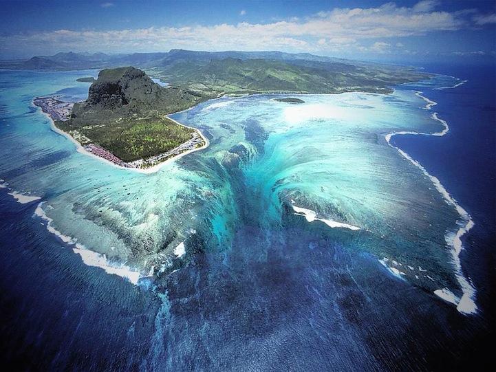 mauritiusunderwaterwaterfall1.jpg