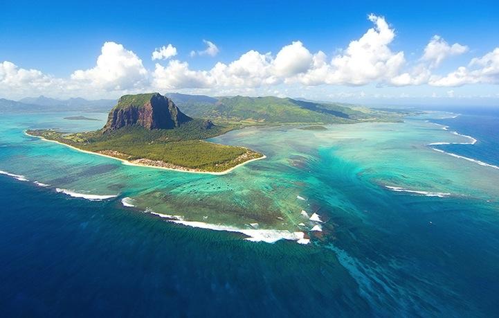 mauritiusunderwaterwaterfall2.jpg