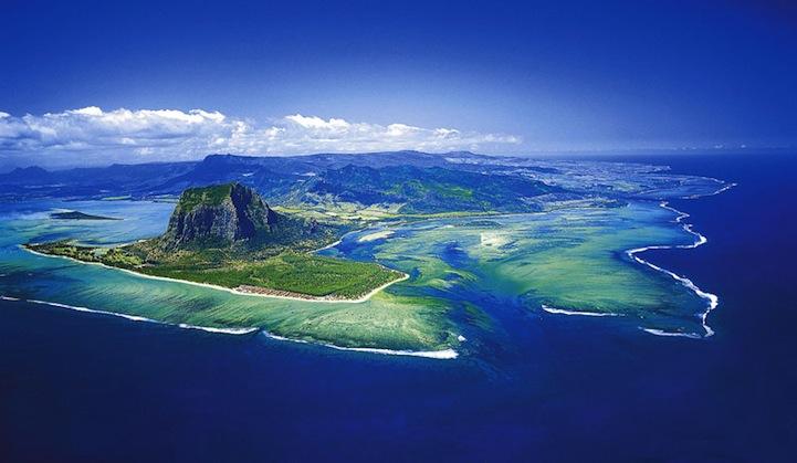 mauritiusunderwaterwaterfall4.jpg