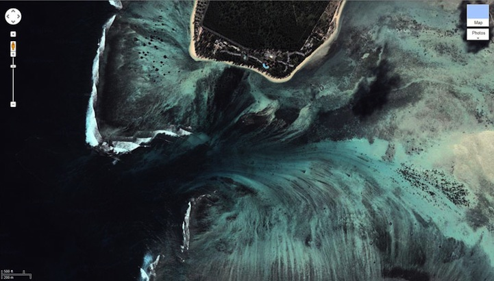 mauritiusunderwaterwaterfall6.jpg