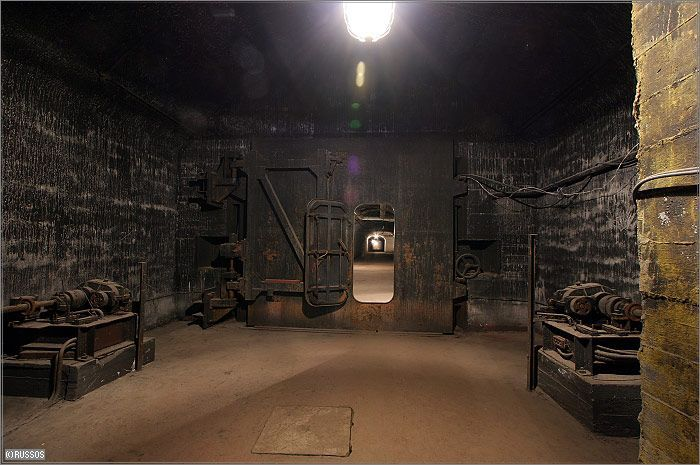 submarinebase2.jpg